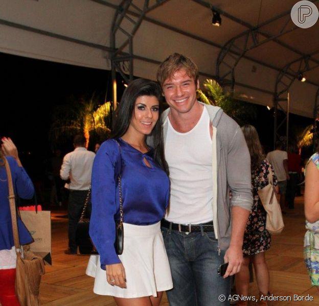 Thor Batista vai ao Fashion Rio com a namorada, Paola Leça (10 de abril de 2014)