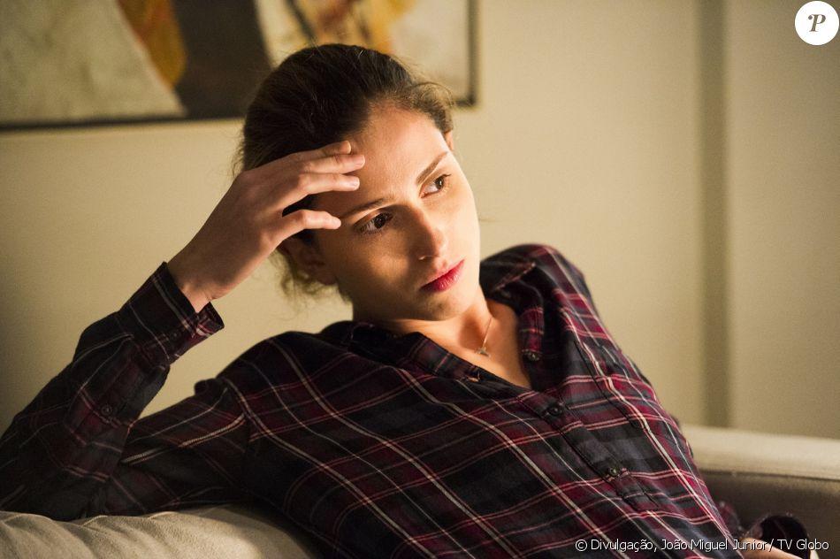Ivana (Carol Duarte) pede que o pai pague sua mastectomia, na novela 'A Força do Querer', em 29 de agosto de 2017