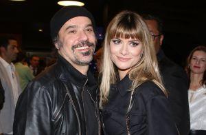 Alinne Moraes, de franja, beija marido em pré-estreia do filme 'João, O Maestro'