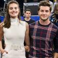 Camila Queiroz comemora um ano com Klebber Toledo com foto romântica: 'Te amo'