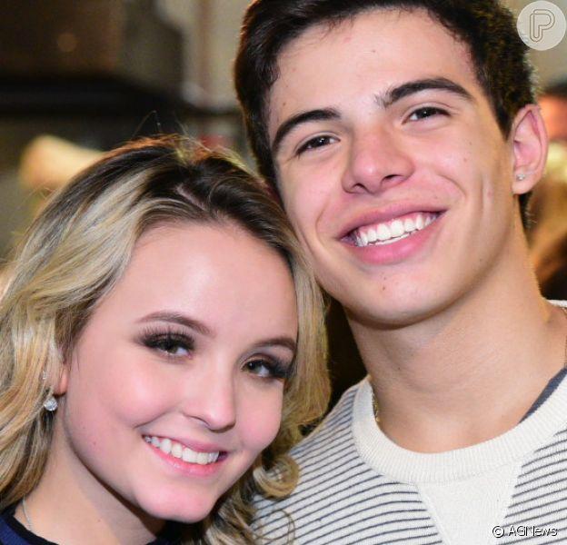 Larissa Manoela e Thomaz Costa continuam namorando, disse ao Purepeople assessoria de imprensa da atriz nesta quarta-feira, 9 de agosto de 2017