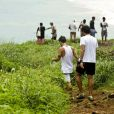 Bruno Gagliasso correu da pousada Zé Maria até a praia do Leão na companhia de Tuca Sultanum, seu sócio no novo site, 'Amo Noronha'