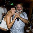Fabiula Nascimento canta na comemoração do aniversário de 32 anos de Bruno Gagliasso em Fernando de Noronha