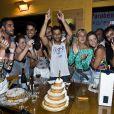 Bruno Gagliasso comemora o aniversário de 32 anos em Fernando de Noronha na madrugada de domingo, 13 de abril de 2014