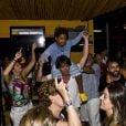 Bruno Gagliasso se diverte com amigos e familiares na comemoração do seu aniversário de 32 anos em Fernando de Noronha