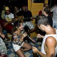 Carol Sampaio canta e dança até o chão com Bruno Gagliasso