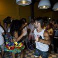 Bruno Gagliasso dança frevo na comemoração dos seus 32 anos em Fernando de Noronha