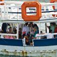 Famosos comemoram aniversário de Bruno Gagliasso em barco, em Fernando de Noronha