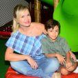 Grávida de segunda filha, Manuela, Eliana reuniu amigos na festa de aniversário de Arthur