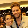 Thiago Fragoso, um dos competidores do 'PopStar', foi com a mulher, Mariana Vaz, na pré-estreia da peça