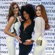 Sheron Menezzes teve a barriga de grávida paparicada por Camila Queiroz e Marina Ruy Barbosa na inauguração da Casa Pantene, em São Paulo, na quarta-feira, 9 de agosto de 2017