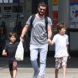 Daniel de Oliveira também é pai de Raul, de 9 anos, e Moisés, de 7 anos, fruto de seu relacionamento com Vanessa Giácomo