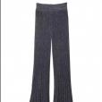 A calça brilhosa de tricô de Lala Rudge custa  R$ 1.998