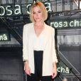 Fiorella Mattheis apostou no preto e branco para o lançamento da nova coleção da Rosa Chá, em São Paulo, nesta quarta-feira, 16 de agosto de 2017