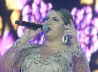 Marília Mendonça brinca ao enviar recado em show: 'Aqui não pode ligar para ex'