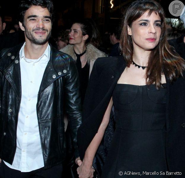 Maria Ribeiro e Caio Blat chegaram de mãos dadas no Festival de Cinema de Gramado, no Rio Grande do Sul, na noite deste sábado, 19 de agosto de 2017