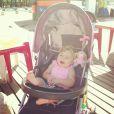 Debby Lagranha gosta de levar Maria Eduarda, de 10 meses, para pegar sol na orla