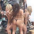 'A bombshell de 24 anos não estava tímida durante os takes à beira da piscina, onde revelou cada centímetro de sua figura fabulosa em um biquíni com tanga microscópica', indicou o 'Daily Mail' sobre Anitta
