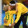 Atacante da seleção brasileira pretende passar a Davi Lucca os ensinamentos recebido de seus pais
