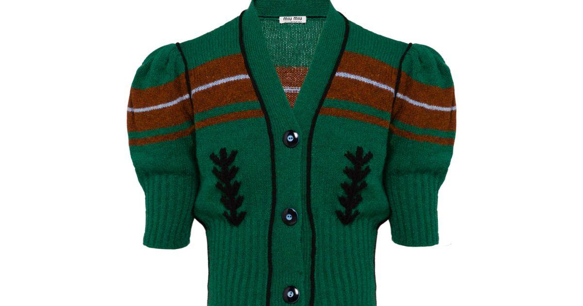 A atriz Isabella Santoni usou cardigã de tricô Miu Miu, 100% lã, à venda  por € 790, cerca de R  2.950 - Purepeople dc67a8b469