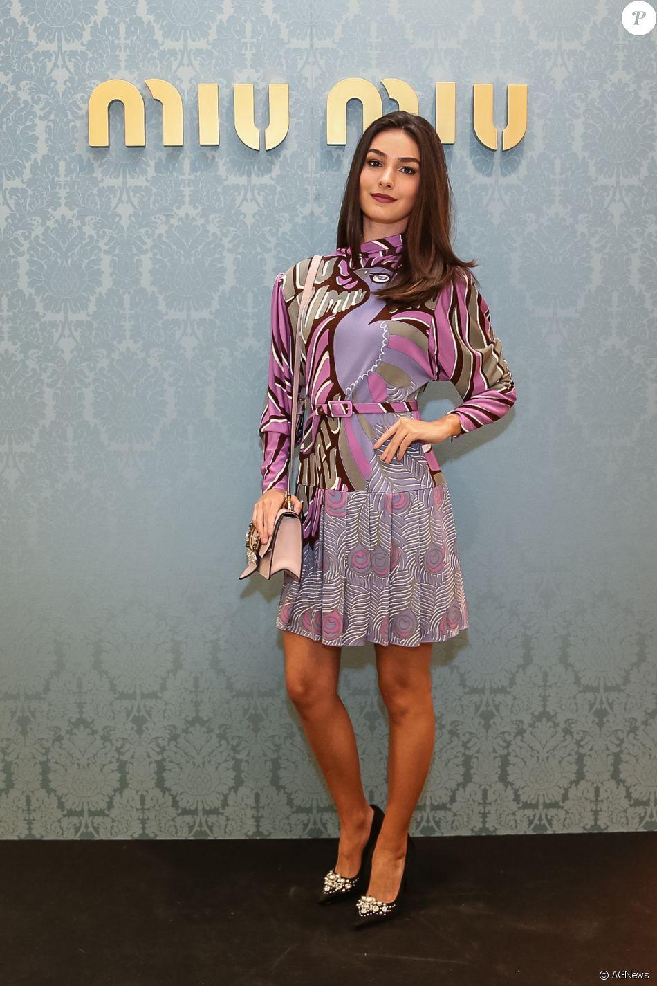 Marina Moschen usou vestido Miu Miu exclusivo na reabertura da loja da grife  no shopping JK Iguatemi, em São Paulo, nesta quinta-feira, 24 de agosto de  2017 59332c29f5