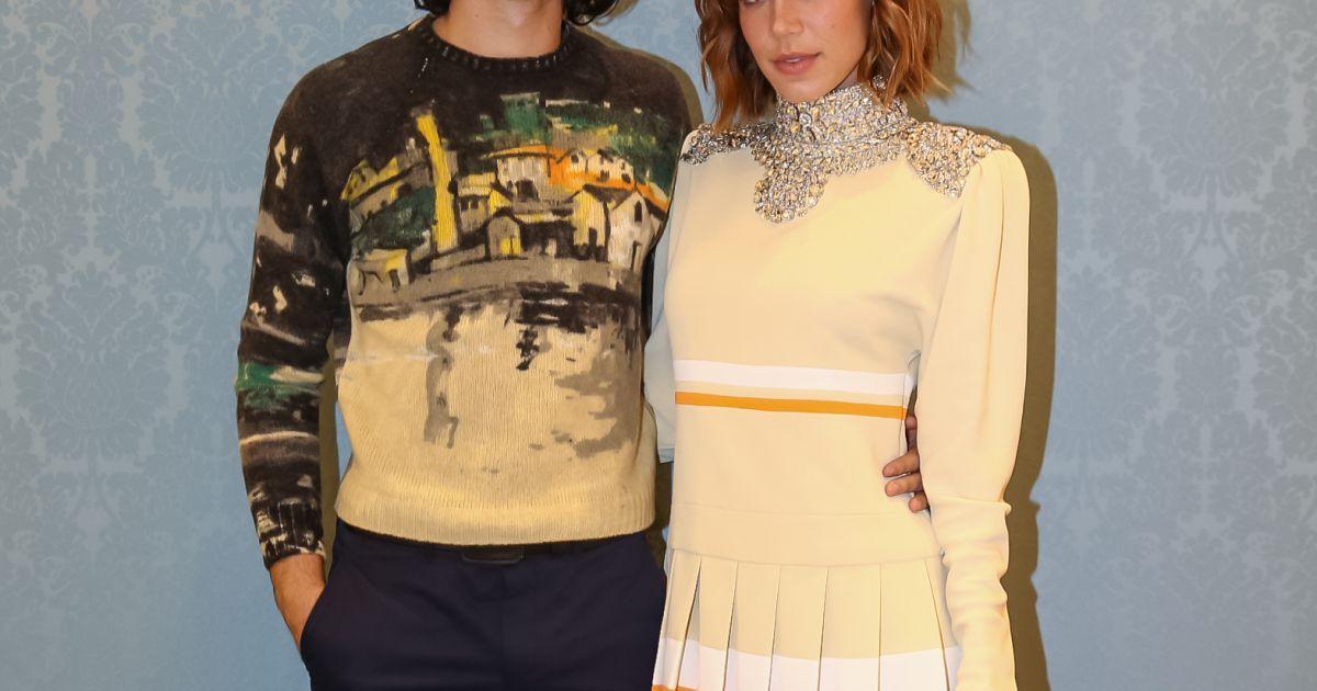 O casal Gabriel Leone e Carla Salle esteve na reabertura da loja da grife  Miu Miu no shopping JK Iguatemi, em São Paulo, nesta quinta-feira, 24 de  agosto de ... 2e5842cba8
