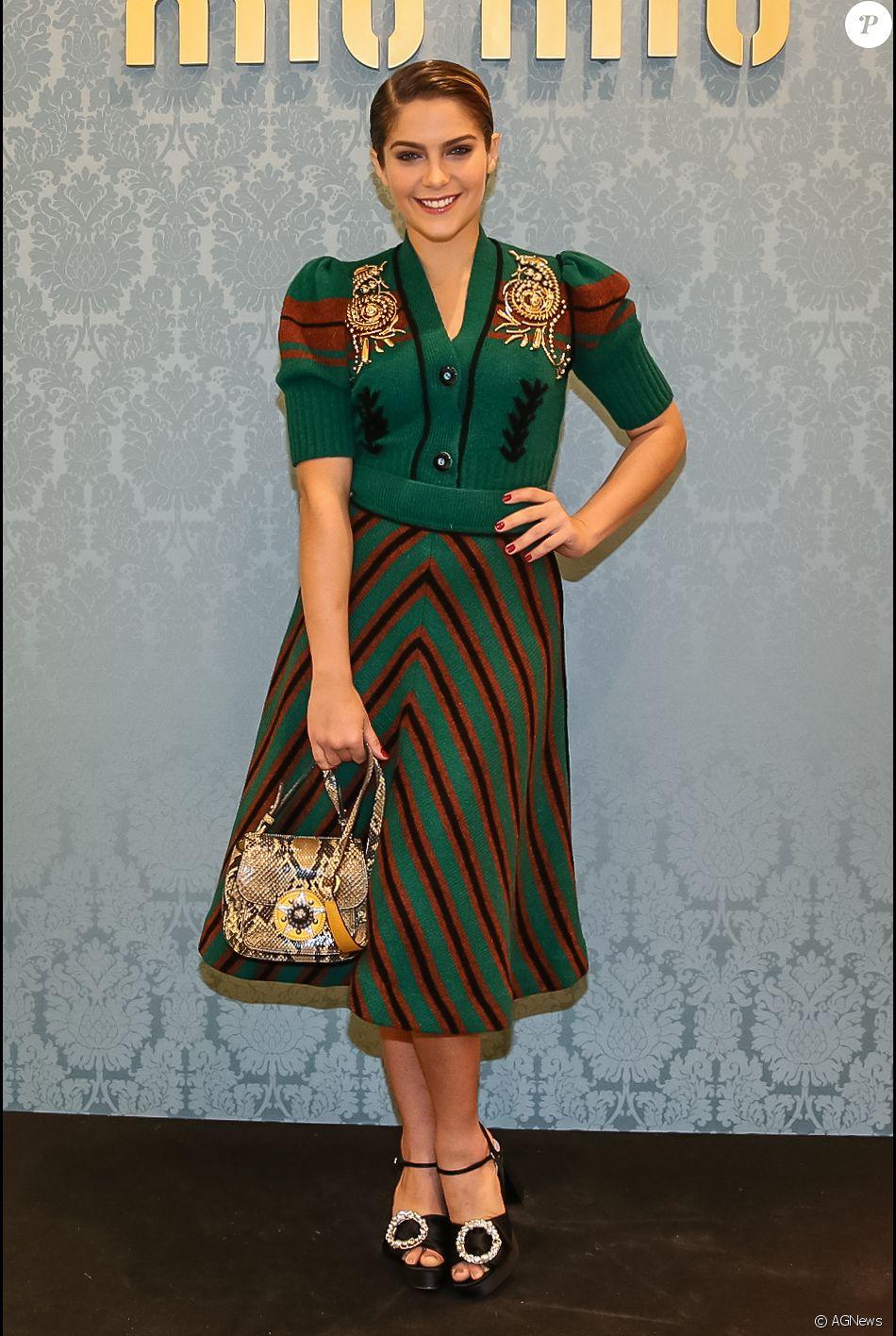 Isabella Santoni apostou em conjunto de lã Miu Miu para a reabertura da loja  da grife 59abfc97cd