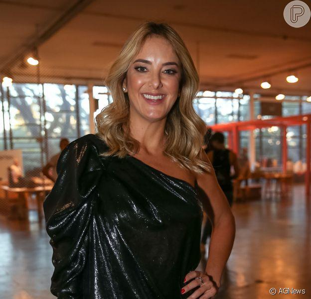 Ticiane Pinheiro conta que seu casamento com Cesar Tralli será antes do Natal, como a apresentadora indicou ao jornal 'Folha de São Paulo' nesta segunda-feira, dia 28 de agosto de 2017