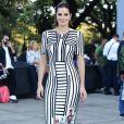 Vera Viel, mulher do apresentador Rodrigo Faro, foi ao segundo dia da São Paulo Fashion Week com um vestido midi Fabiana Milazzo