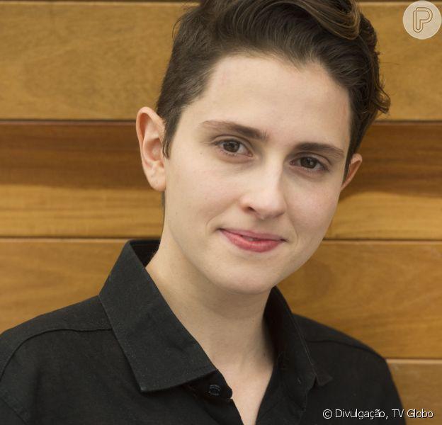 Carol Duarte credita sucesso em novela à namorada: 'Tanto de você nisso tudo'