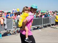 Felipe Simas se diverte carregando filho, Joaquim, de 3 anos, em corrida. Fotos!