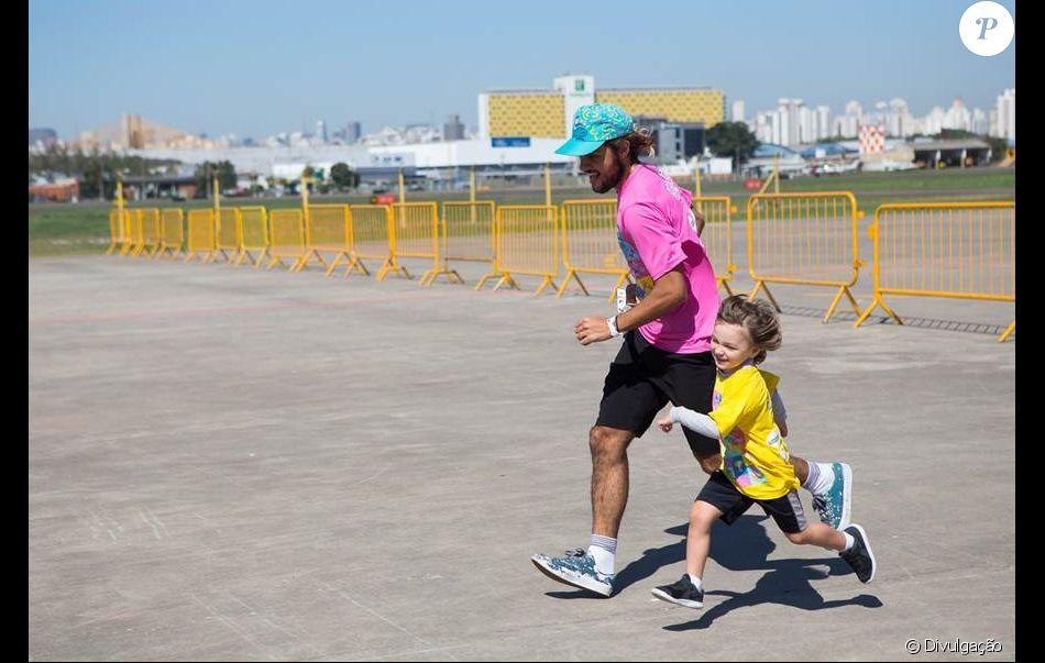 Filho de Felipe Simas, Joaquim se divertiu com o pai na Corrida Cartoon Network em São Paulo