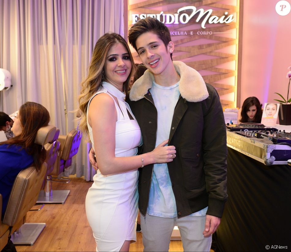 João Guilherme prestigiou a mãe, Naira Ávila,  no Shopping Morumbi, em São Paulo, na noite de quarta-feira, 6 de setembro de 2017