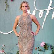 Jennifer Lawrence surpreende em look sexy com aplicações em première. Fotos!