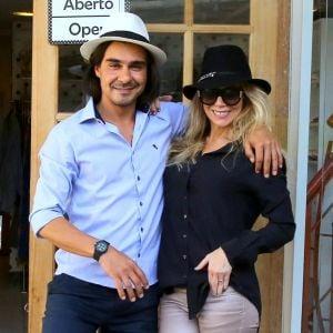 Andre Goncalves. Foto do site da Pure People que mostra Danielle Winits lembra casamento surpresa com André Gonçalves: 'Fui de chinelo'