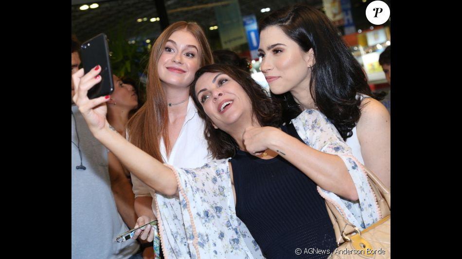 Marina Ruy Barbosa faz selfie com Thalita Rebouças e Olivia Torres