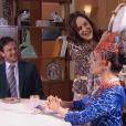 Ao ser xingada por Haydee (Clarice Niskier), Noemia (Stella Miranda) joga todo o doce que estava em uma vasilha na mãe de Flávio (Eduardo Pelizzari), no capítulo que vai ao ar quarta-feira, dia 20 de setembro de 2017, na novela 'Carinha de Anjo'