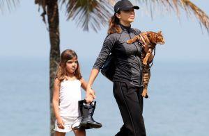 Filha de Grazi Massafera, Sofia mexe no celular da mãe: 'Descobriu a senha'