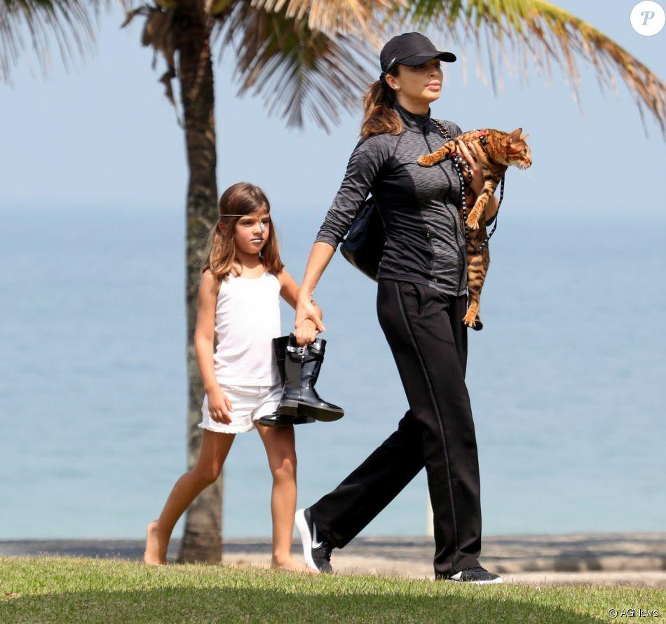 Grazi Massafera revelou que a filha, Sofia, de 5 anos, mexe no seu celular