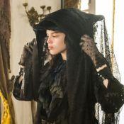 'Novo Mundo': Domitila se disfarça para ver Pedro e é dispensada. 'Vá embora'