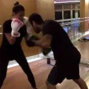 Personal provoca Bruna Marquezine ao retomar treino de muay thai: 'Cansadinha?'