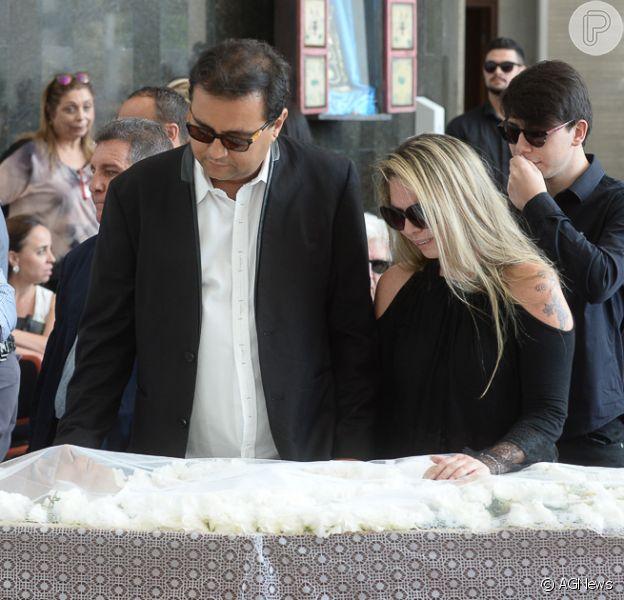 Geraldo Luis vai a velório de Marcelo Rezende com Luciana Lacerda neste domingo, dia 17 de setembro de 2017