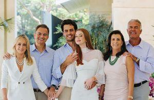 Marina Ruy Barbosa mostra foto com marido, pais e sogros: 'Família é tudo'