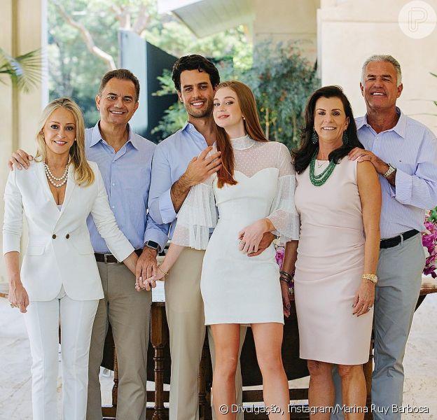 Marina Ruy Barbosa mostra foto com marido, pais e sogros neste domingo, dia 17 de setembro de 2017