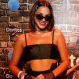 Bruna Marquezine aproveitou o terceiro dia do Rock in Rio, no domingo, 17 de setembro de 2017, com um look gótico