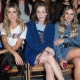 Michelle Salas,  Sophia Abrahão e Thássia Naves ficaram lado a lado no desfile da grife Tommy Hilfiger, em Londres, durante a semana de moda da capital, nesta terça-feira, 19 de setembro de 2017