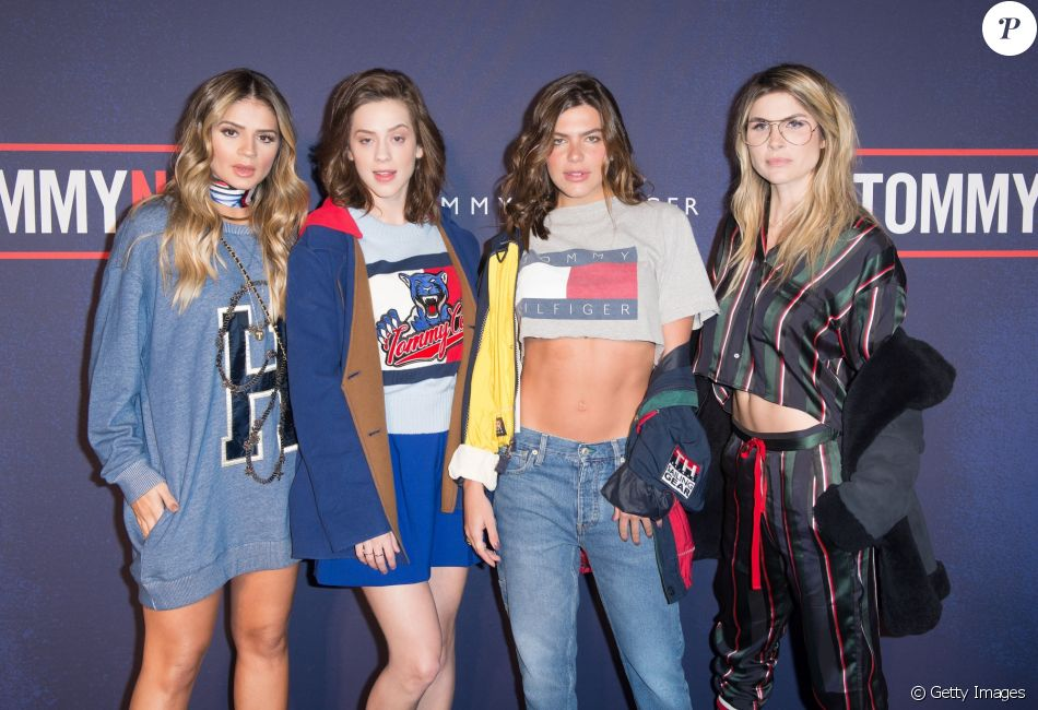 Thássia Naves, Sophia Abrahão, Mariana Goldfarb e Julia Faria prestigiaram o desfile da grife Tommy Hilfiger, em Londres, durante a semana de moda da capital, nesta terça-feira, 19 de setembro de 2017