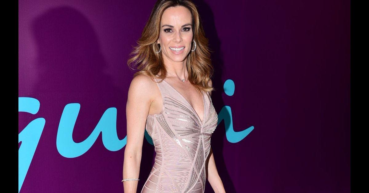 3711edb330d6a A apresentadora do  É de Casa  apostou em um vestido nude e bandage -  Purepeople