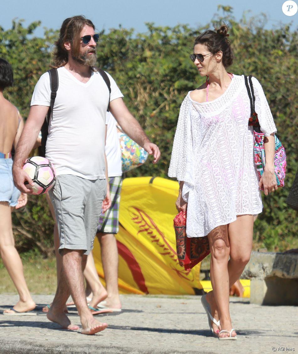 Maria Fernanda Cândido foi vista com uma saída de praia larguinha no passeio com o marido, Petrit Spahira