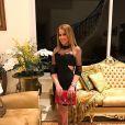 Zilu Camargo acrescentou a hashtag 'Amor Blindado' na foto do casal
